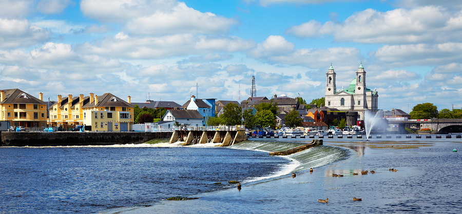 The River Shannon at Athlone during summer time